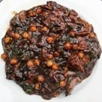 Geroerbakte varkenslever met spinazie en paddestoelen