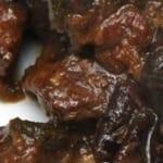 Stoofpot van lams- of schapenvlees met pruimen