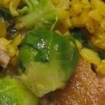Lauwwarme salade van spruitjes met makreel