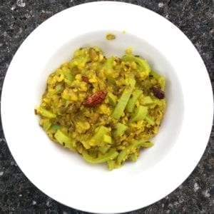 Slangkalebas-mungbonen curry - bord van boven
