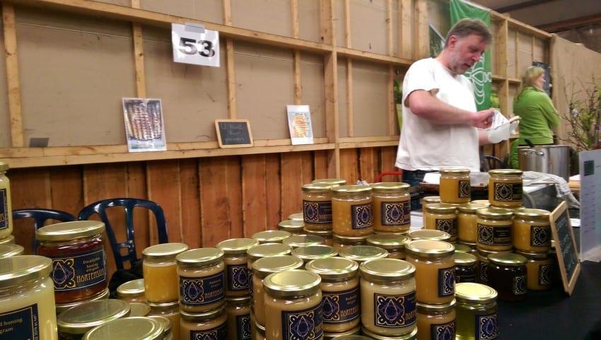 Groenmoesmarkt 2017 – eetbaars honing op stroopwafels – honingwafels dus