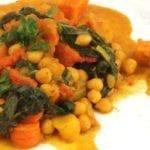 Vegetarische stoof van kikkererwten en zoete aardappel