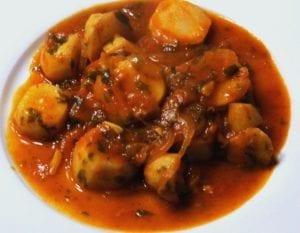 Gesmoorde aardperen met tomaat en ui 1 (Custom)