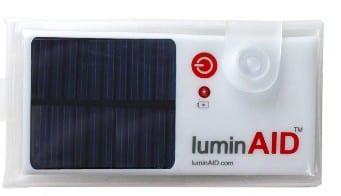 Opblaasbaar vakantielicht - LuminAid opgevouwen