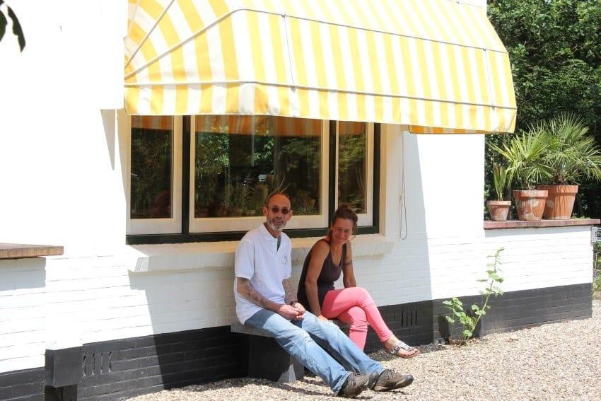 Bernhard en Laetitia van het Herboristengilde rusten even uit