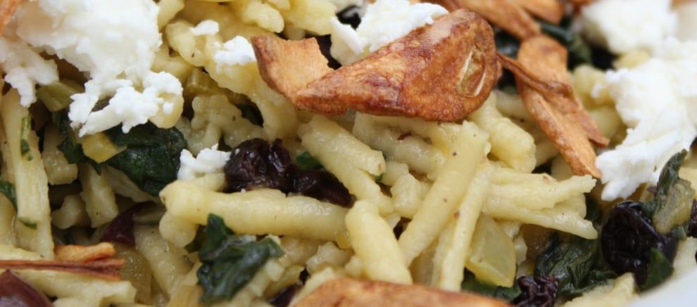Spaghetti met snijbiet en knoflookchips - breed