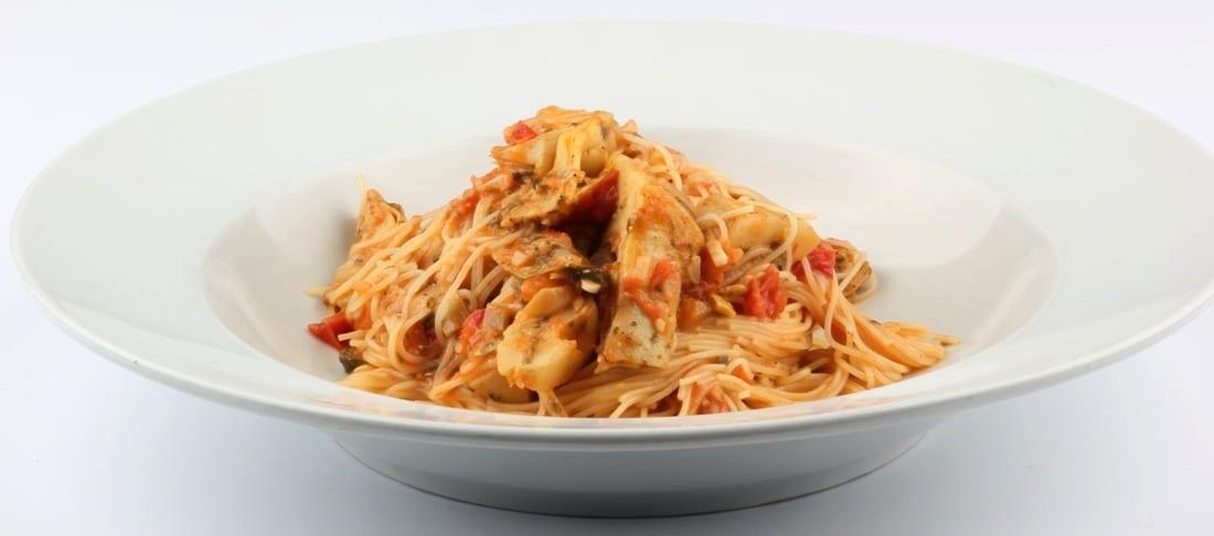 Linguine met tomaten en artisjok - breed