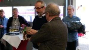 Ronald Giphart bladert als eerste door de 50ste Bouillon!