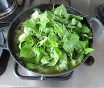 Courgettesoep met knopkruid - in de pan.jpg