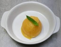 Mango sorbetijs - bolletje.jpg