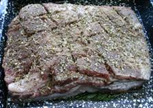 Gebraden varkensbuik - gekruid in de braadslee vooraf.jpg